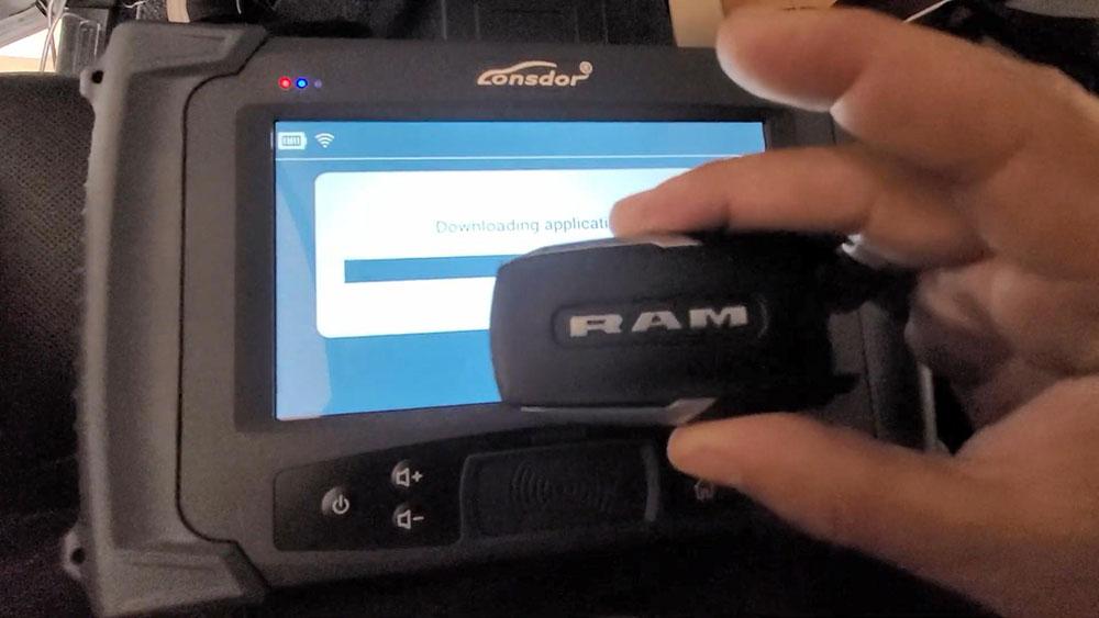 lonsdor-2020-ram-2500-key-programming-04